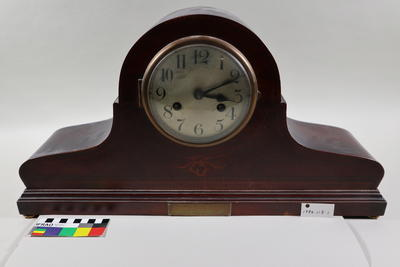 Clock, mantle/bracket