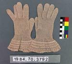 Gloves: Beige Crochet
